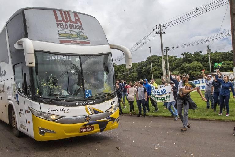 15220068705ab7fb5693462 1522006870 3x2 md - EMBOSCADA: Dois ônibus da caravana de Lula são atingidos por quatro tiros no Paraná