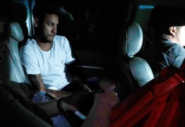 Neymar desembarca em Belo Horizonte para cirurgia no pé direito