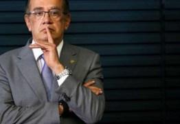 VEJA VÍDEO: Gilmar Mendes é flagrado andando tranquilamente em Lisboa
