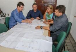 Emerson Panta recebe Ruy Carneiro para discutir detalhes de obras em Santa Rita