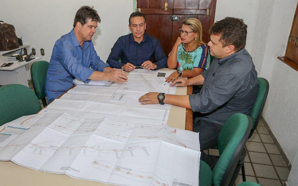 28535259 1740642462658579 1074812 n - Emerson Panta recebe Ruy Carneiro para discutir detalhes de obras em Santa Rita