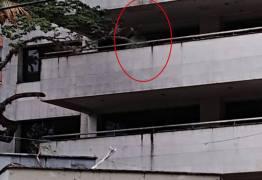 """Mulher flagra """"fantasma de Pablo Escobar"""" em antigo prédio do narcotraficante"""