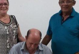 """Linaldo Guedes lança livro """"O Nirvana do EU"""", sobre as relações entre o Budismo e a poesia de Augusto dos Anjos"""