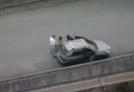 ( +18) Polícia já identificou o casal que foi flagrado por helicóptero fazendo sexo no meio da rua – VEJA VÍDEO