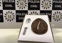 COELHINHO BRISADO: Polícia fecha fábrica clandestina de ovos de Páscoa com maconha
