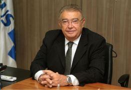 Projeto de Renato Gadelha garante intérprete de Libras em Bancos