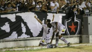 botafogo pb jogadores comemoração gol 300x169 - Fora de casa Botafogo-PB inicia busca pelo acesso para a Série B