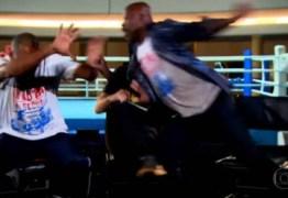 VEJA VÍDEO: Repórter da Globo quase apanha de boxeadores durante entrevista