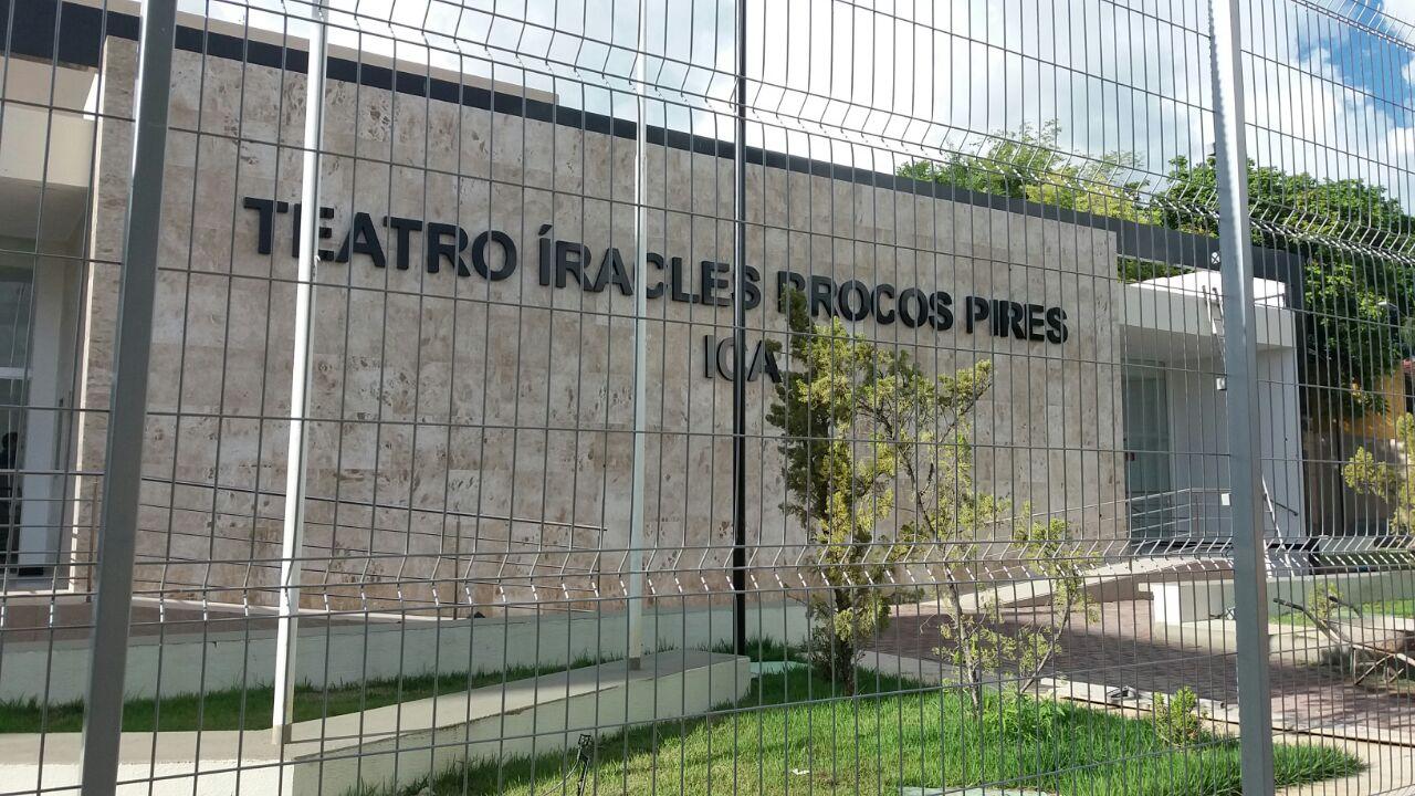 d8c330a6 a247 40f6 8425 a82d74914578 - Governador Ricardo Coutinho entrega reforma do Teatro Íracles Pires na cidade de Cajazeiras; vídeo