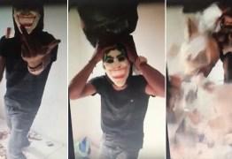 """VEJA VÍDEO: líder de quadrilha """"toma banho"""" com dinheiro roubado"""