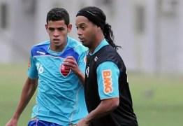 Volante ex-Flamengo é baleado em assalto no Rio Grande do Sul