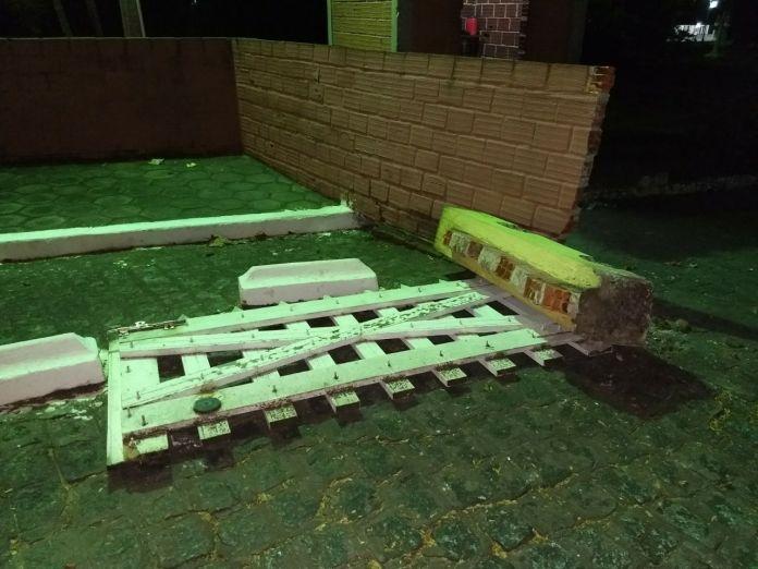 pamela7 - VEJA VÍDEO: Imagens de câmera de segurança flagram momento em que carro de Pâmela Bório derruba portão da Granja do Governador