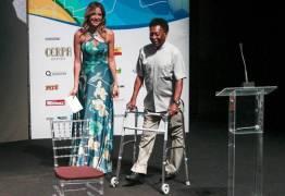 Veto médico impede ida de Pelé a Brasil x Rússia para receber homenagem