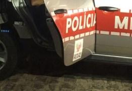População ataca caminhão de cerveja e rouba cerca de duas mil unidades em João Pessoa