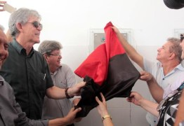 Ricardo entrega escola e Unidade Básica de Saúde no sertão do estado