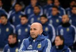 Técnico e jogadores da Argentina racham elenco depois do 6 a 1