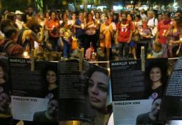 LUZES: Manifestantes acendem velas para Marielle e Anderson no Brasil e no exterior