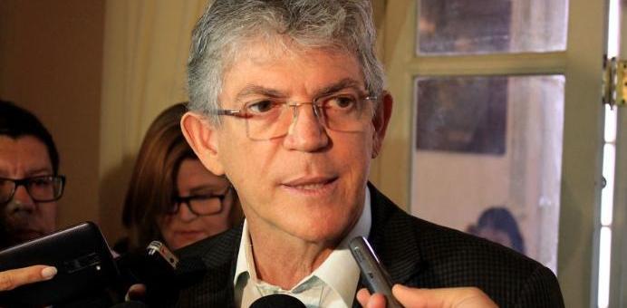 1510604900630 ricardo coutinho - Até incentivar a aposentadoria o Ministério Público da PB quer - Por Flávio Lúcio