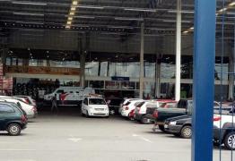VEJA VÍDEO: Grupo criminoso rende seguranças de carro-forte no Assaí e roubam mais de R$ 500 mil