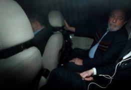 Após ordem de prisão, Lula passa a noite no Sindicato dos Metalúrgicos