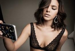 Bruna Marquezine surge linda de sutiã em ensaio para revista