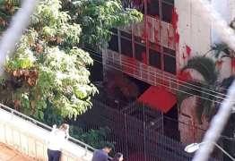 Petistas jogam tinta vermelha no apartamento de Cármen Lúcia