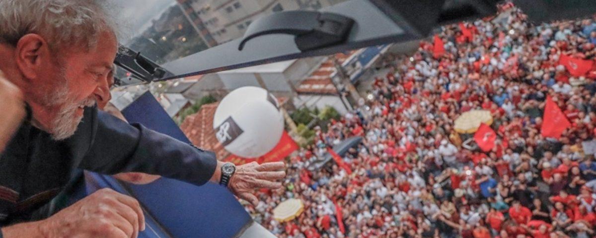 Lula 1200x480 - Lula monta teatro para não se render a Moro mas cede e vai para a prisão