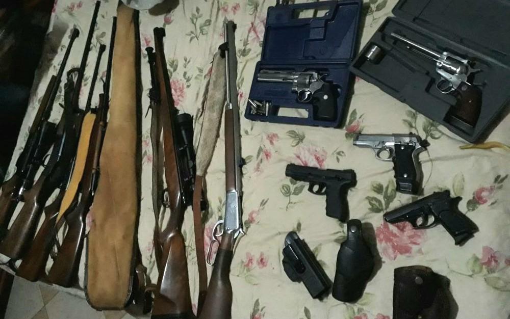 armas - Polícia realiza operação  de combate ao tráfico de armas e munições