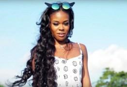 Através das redes sociais cantora relata abuso sexual