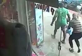 VEJA VÍDEO: Mãe luta com homem que queria levar seu filho em avenida do ES