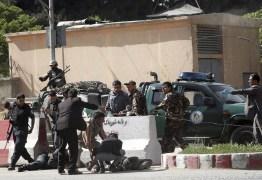 Jornalistas que noticiavam atentado são vítimas de homem-bomba no Afeganistão