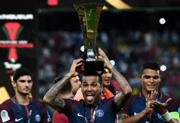 Dani Alves é o jogador em atividade que mais ganhou títulos e passará Pelé se ganhar a Copa do Mundo