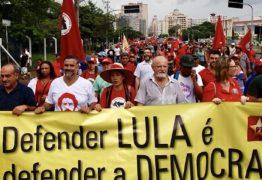 Petistas fazem encenação para tentar tirar proveito eleitoral da prisão de Lula