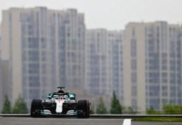 Hamilton bate Kimi por 0s007, e Mercedes domina 1º dia de treinos na China