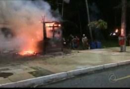 VEJA VÍDEO: Incêndio destrói quiosque na orla do Cabo Branco