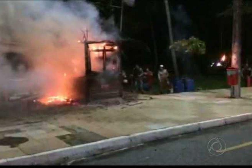 incendio - VEJA VÍDEO: Incêndio destrói quiosque na orla do Cabo Branco