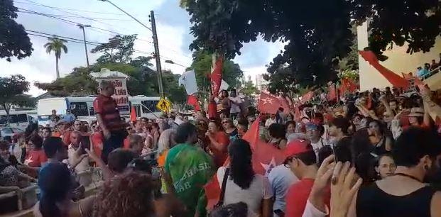 lula1 - VEJA VÍDEO: ao som de Geraldo Vandré manifestantes fazem protesto contra prisão de Lula em João Pessoa