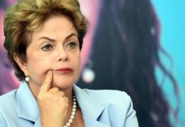 Nas redes sociais Dilma acusa presidenciável de se omitir dos problemas do Brasil