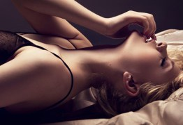 Orgasmo combinado: dá para ter prazer clitoriano e vaginal ao mesmo tempo?
