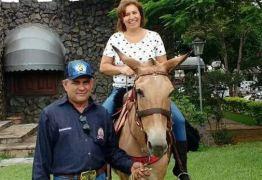 Pai cavalga 2 mil km ao Sertão da PB para cumprir promessa e ver formatura da filha
