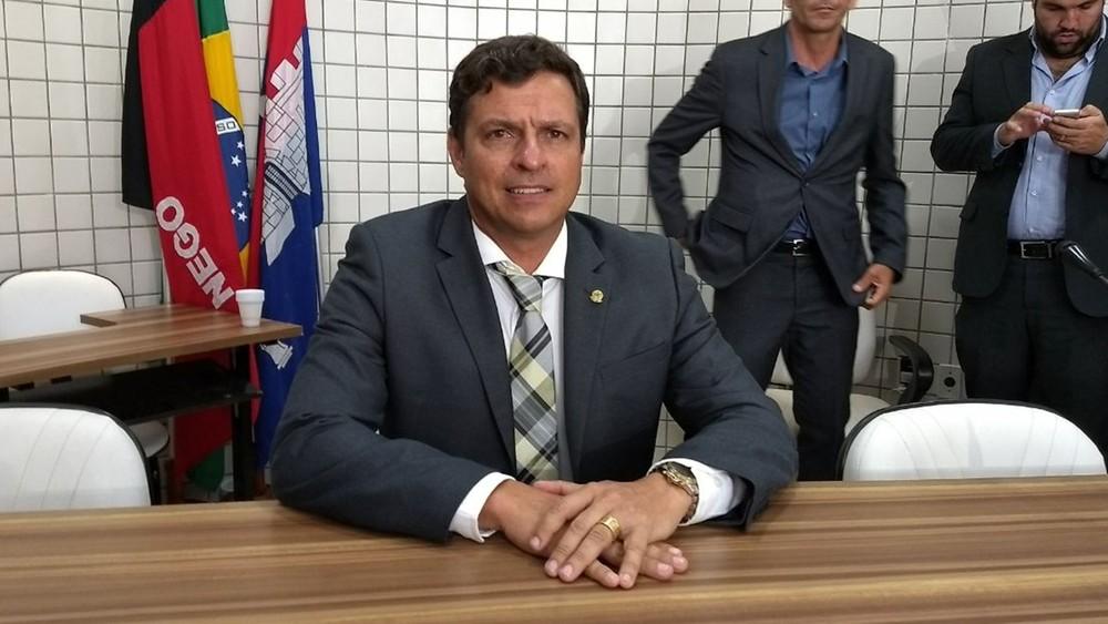 victor hugo - 'OPERAÇÃO XEQUE-MATE': Prefeito interino de Cabedelo, PB, exonera 37 servidores
