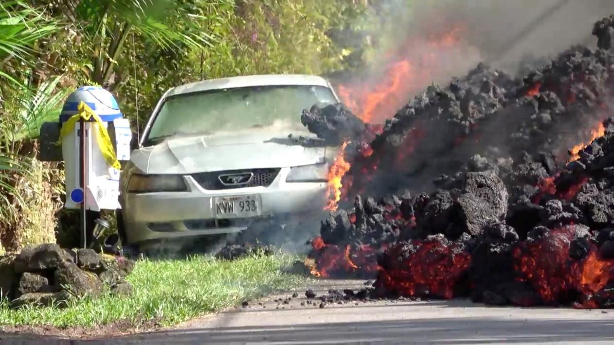 2018 05 07t174403z 1487467306 rc134ff01950 rtrmadp 3 hawaii volcano - VEJA VÍDEO: Lava de vulcão engole carro no Havaí