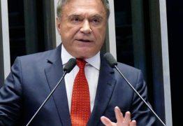 'Causa indignação e revolta na sociedade', afirma Alvaro Dias sobre ordem de soltura de Lula
