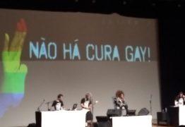 ELZA SOARES: 'A Voz e a Máquina' contra a homofobia e os crimes de ódio