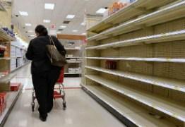 Escassez de alimentos faz supermercados limitarem compra de produtos