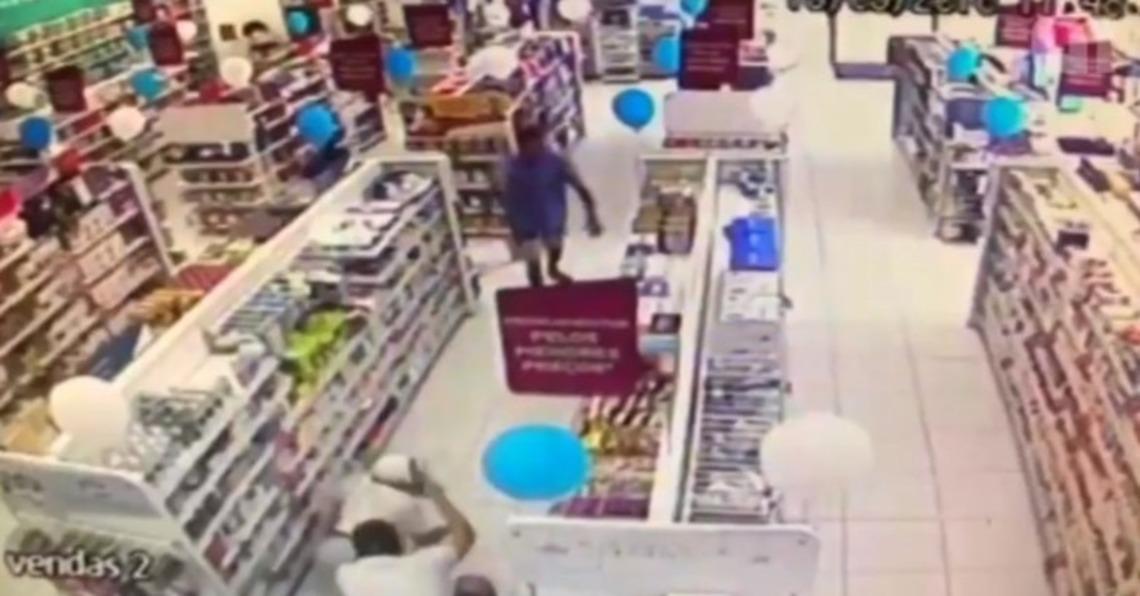 REAÇÃO - NOVO CASO: PM de folga reage a assalto e mata bandido - VEJA VÍDEO