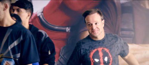Rubinho2 e1525447994427 - Em propaganda, Barrichello chega em primeiro para comprar ingresso de Deadpool 2