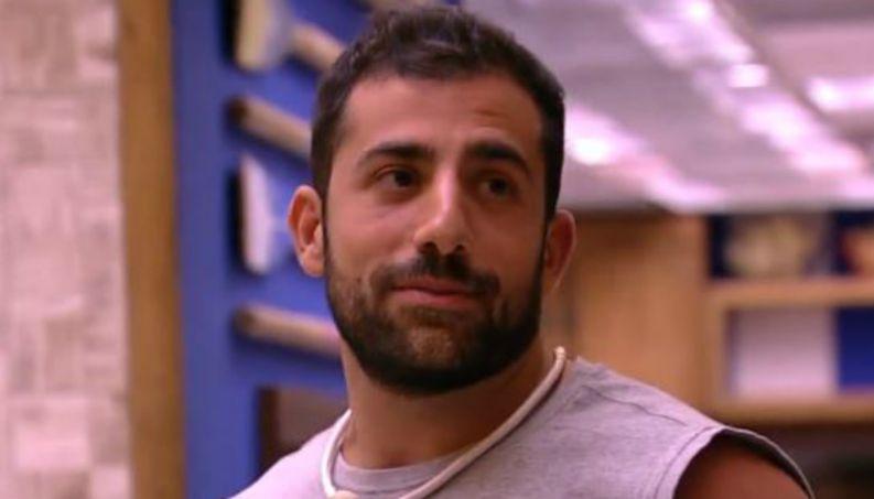 bbb jogo da discordia kaysar 0218 1400x800 - VEJA VÍDEO: Ex-BBB Kaysar aceita ajuda de fãs de R$1 milhão para tirar pais da Síria
