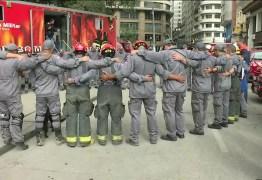 Bombeiros encerram buscas por vítimas em escombros do prédio que desabou
