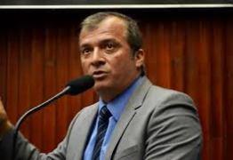 Trócolli Junior emite nota de esclarecimento após desentendimento com Estela Bezerra na ALPB